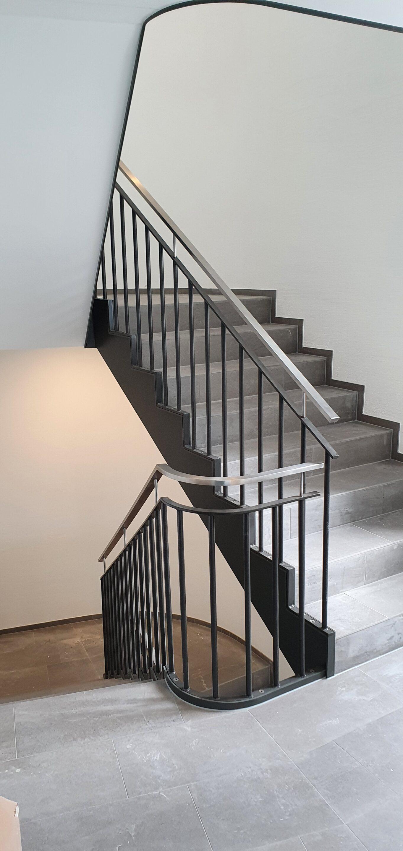 Treppengeländer mit Chromstahl Handlauf